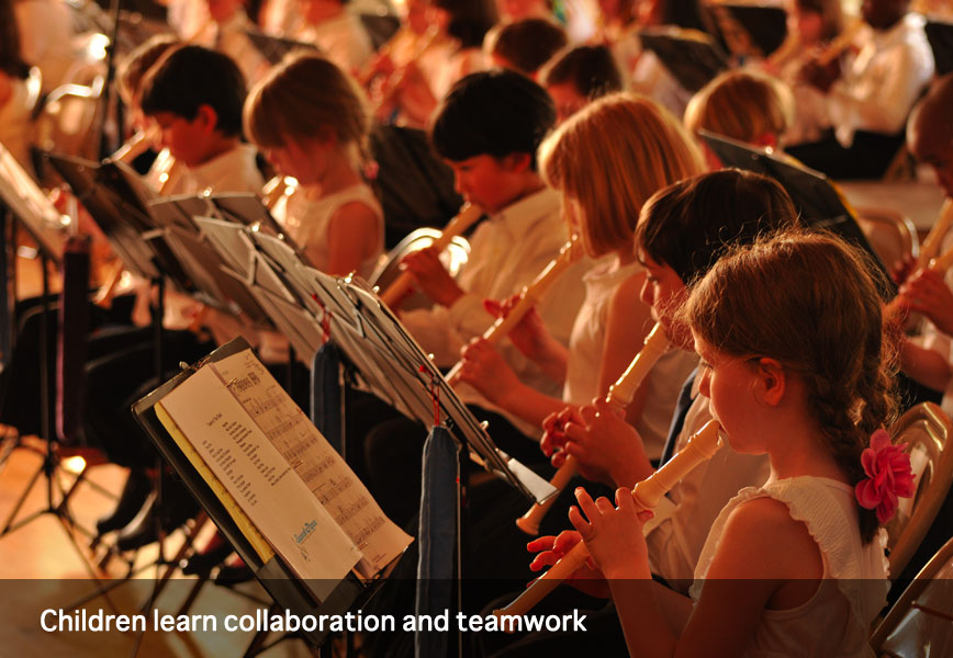 Children learn collaboration and teamwork through music at Montessori School of Syracuse